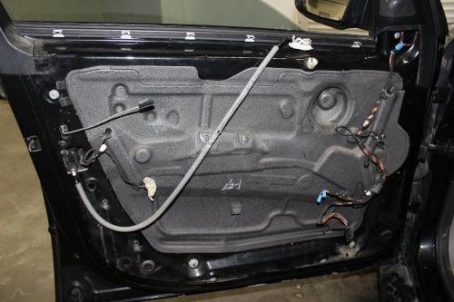 BMW X5 E70. Перетяжка подлокотников и дверной ручки_3
