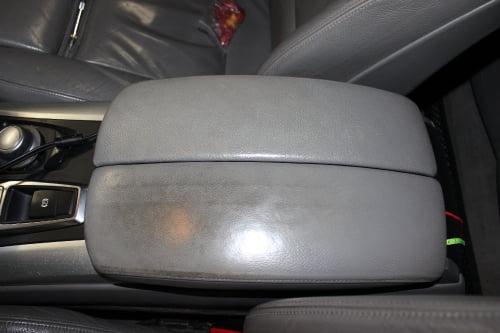 BMW X5 E70. Перетяжка подлокотников и дверной ручки_4