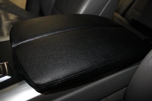 BMW X5 E70. Перетяжка подлокотников и дверной ручки_8