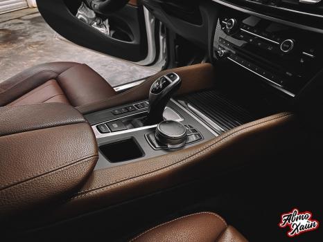 BMW X5. Перетяжка руля и центрального тоннеля, аквапринт _3