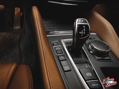 BMW X5. Перетяжка руля и центрального тоннеля, аквапринт _4