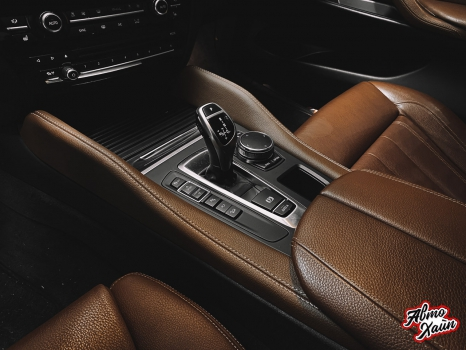 BMW X5. Перетяжка руля и центрального тоннеля, аквапринт _5