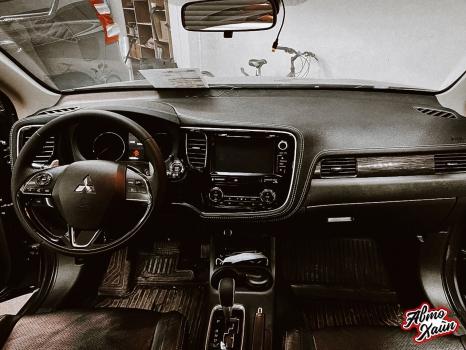 Mitsubishi Outlander. Перетяжка торпедо, дверей, ручки АКПП_2