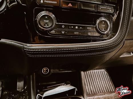 Mitsubishi Outlander. Перетяжка торпедо, дверей, ручки АКПП_5