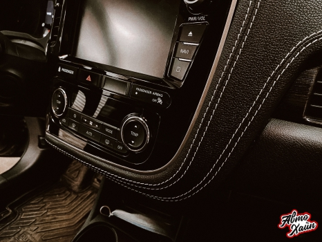 Mitsubishi Outlander. Перетяжка торпедо, дверей, ручки АКПП_7