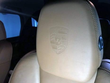 Porsche Cayenne S. Тиснение логотипа_3