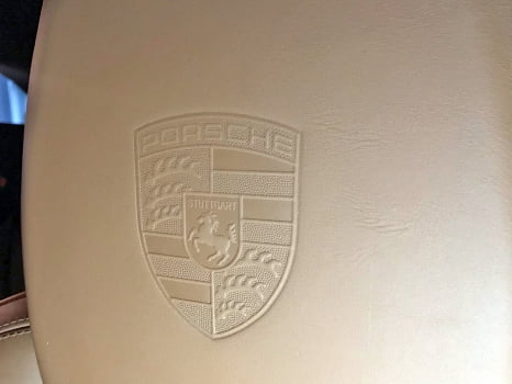Porsche Cayenne S. Тиснение логотипа_4