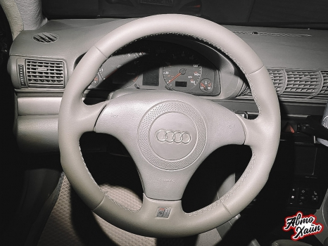 Audi A4. Перетяжка передних сидений, руля и подлокотника_2