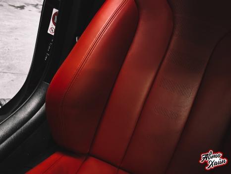 BMW M4. Перетяжка руля, реставрация кожи, антискрип дверей и торпедо _4