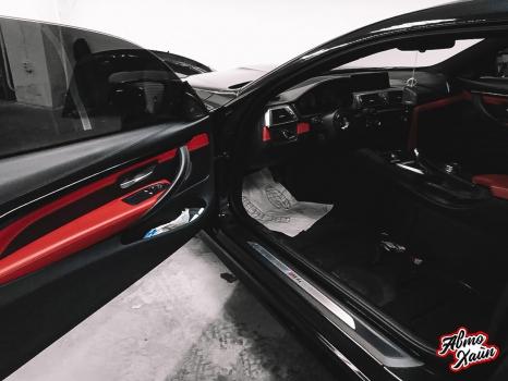BMW M4. Перетяжка руля, реставрация кожи, антискрип дверей и торпедо _9