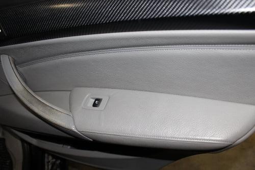 BMW X5 E70. Перетяжка подлокотников и дверной ручки_2
