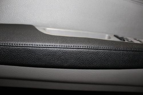 BMW X5 E70. Перетяжка подлокотников и дверной ручки_7