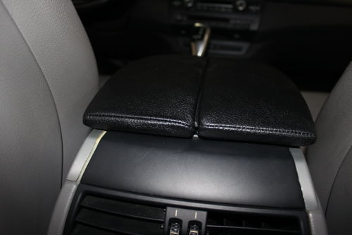BMW X5 E70. Перетяжка подлокотников и дверной ручки_9