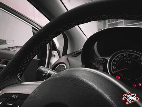 Mazda 2. Установка обогрева и перетяжка руля_5
