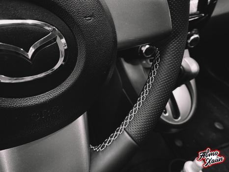 Mazda 2. Установка обогрева и перетяжка руля_6