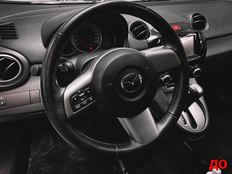 Mazda 2. Установка обогрева и перетяжка руля_7
