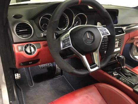 Mercedes-AMG C 63 перетяжка центральной консоли_4