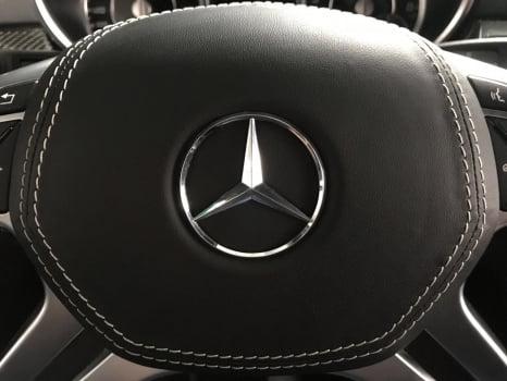 Mercedes-Benz ML AMG. Перетяжка руля с клаксоном_5