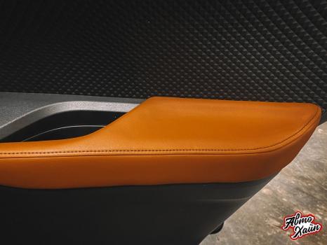 Toyota C-HR. Перетяжка сидений и подлокотников_1