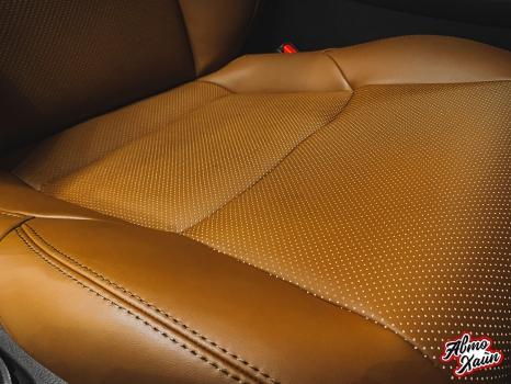 Toyota C-HR. Перетяжка сидений и подлокотников_7