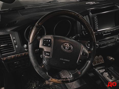 Toyota Land Cruiser 200. Перетяжка руля, ручки АКПП, полировка фар _2