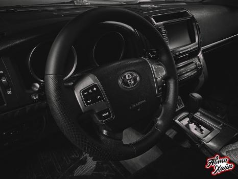 Toyota Land Cruiser 200. Перетяжка руля, ручки АКПП, полировка фар _3