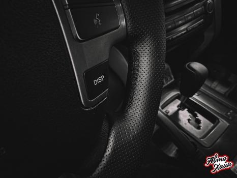 Toyota Land Cruiser 200. Перетяжка руля, ручки АКПП, полировка фар _4
