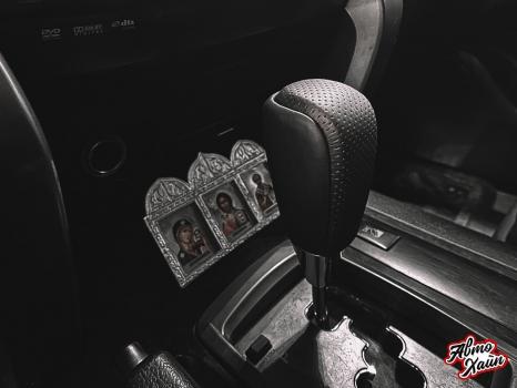 Toyota Land Cruiser 200. Перетяжка руля, ручки АКПП, полировка фар _7