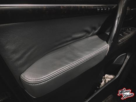 Toyota Land Cruiser 200. Перетяжка руля, ручки АКПП, полировка фар _8