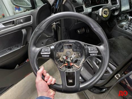 Volkswagen Touareg. Перетяжка руля с подогревом_4